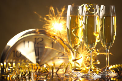 new-years-toast-with-friends